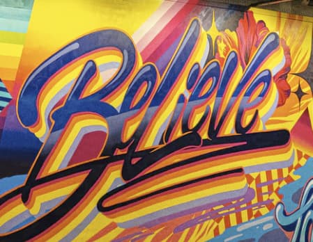 Przykładowa prezentacja farby antysmogowej KNOxOUT prezentująca graffiti